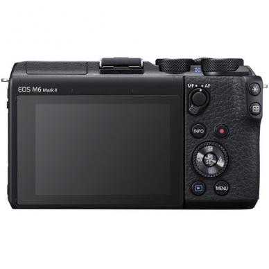 Canon EOS M6 Mark II su objektyvu 15-45mm