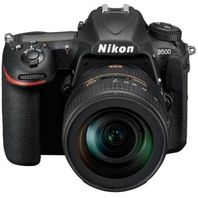 Nikon D500 su objektyvu 16-80mm f/2.8-4.0 VR